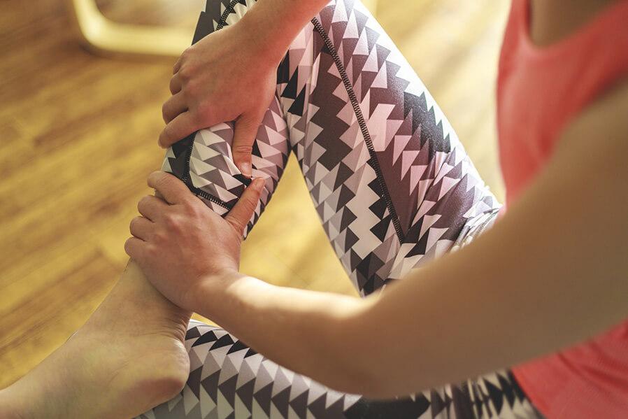 筋肉をほぐすことで膝関節の動きがスムーズに